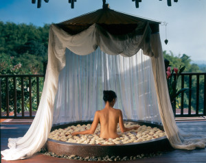 Anantara Golden Triangle - Spa floral bath